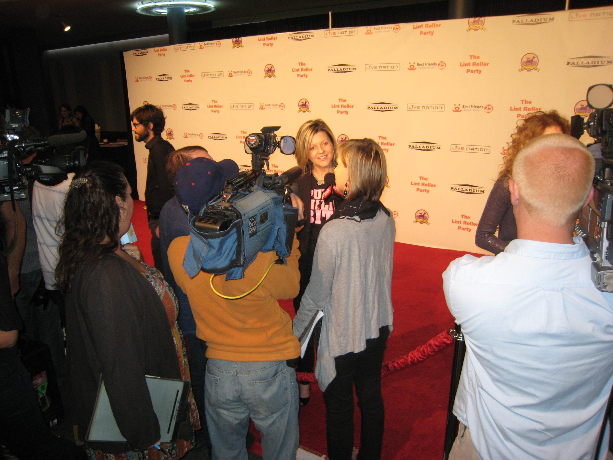 On the red carpet with eTalk, talking about the launch of the Puppy Mills Bite tee: LA, 2009.